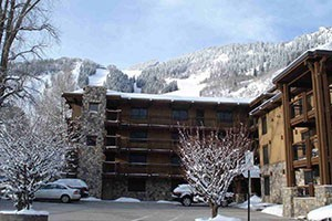 Lift One Condominiums :: Close to shopping & restaurants in downtown Aspen and a short walk to the slopes, these well appointed condo units are a great base camp for your summer or winter getaway!